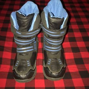 Boys Totes snow boots size 6